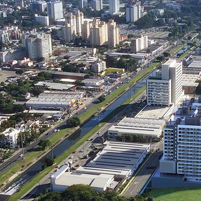 Uma das regiões que mais se valoriza em Porto Alegre é cercada de conveniências para quem busca o melhor lugar para morar ou investir